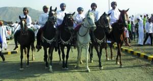 مهرجان لاستعراضات ركضة الخيل والفنون الشعبية بالصافن بعبري