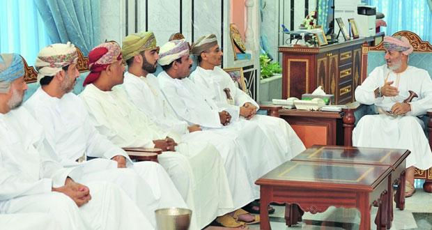 وزير الدولة ومحافظ ظفار يلتقى رؤساء مجالس إدارات أندية المحافظة