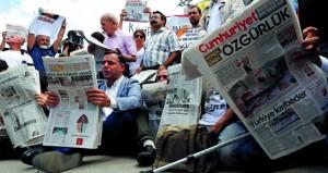 تركيا: إطلاق سراح 7 صحافيين في (جمهورييت) بشروط