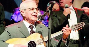 وفاة المغني الجزائري بلاوي الهواري عن 91 عاما