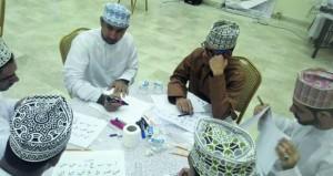 """سلطان الدفاعي يقدم دورة """"فن الخط العربي"""" في الرستاق"""