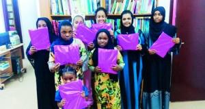 """لجنة """"شبابي"""" بنادي صور تنفذ حلقة عمل في فن الإلقاء الشعري للفتيات"""