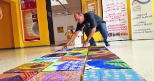 التشكيلي المغربي إبراهيم الحيسن يعرض آثارا مترحلة بأغادير
