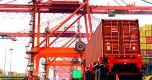 ميناء صلالة يستقبل 726 سفينة وأكثر من 987 حاوية