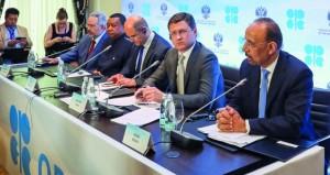 """نفط عمان بـ 46.53 دولار .. وأسعار الخام تنخفض لأدنى مستوياتها مع اجتماع وزراء """"أوبك"""" لبحث اتفاق خفض الإنتاج"""