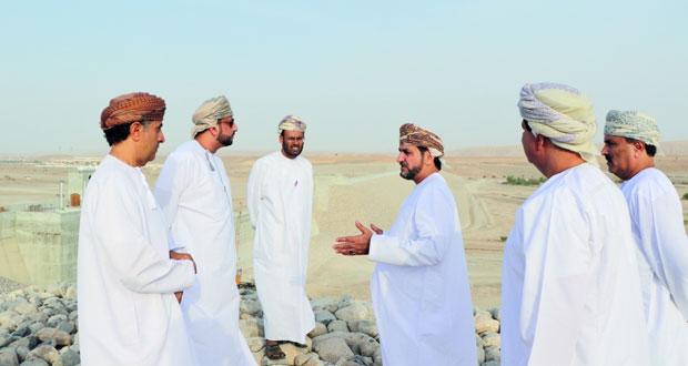 وزير البلديات يتابع المشاريع الخدمية المنفذة بجنوب الشرقية