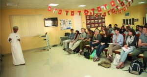 كلية السُّلطان قابوس لتعليم اللغة العربية بمنح تنظم محاضرة لطلابها