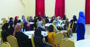 انطلاق فعاليات نادي الفتيات وبرنامج صيف المواهب وغرس القيم بجمعية المرأة بالرستاق