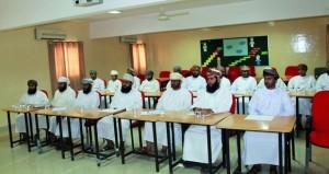 الأوقاف والشؤون الدينية بالداخلية تعقد لقاءً موسعاً بمشرفي المساجد بولايات المحافظة