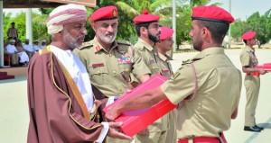 الجيش السلطاني العماني يحتفل بتخريج دورتي ضباط الخدمة المحدودة وضباط الدورة التحويلية
