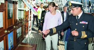 """رئيسة جمهورية استونيا تزور السفينة البحرية السلطانية العمانية """"شباب عمان الثانية"""""""