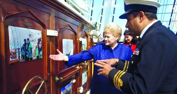 رئيسة ليتوانيا تزور سفينة شباب عمان الثانية