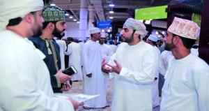 """حضور كبير ومشروعات مبتكرة احتضنها معرض """"إنجاز عُمان"""" للشركات الطلابية لعام 2017"""