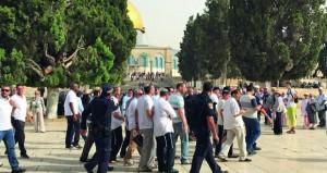 قطعان من المستوطنين تقتحم المسجد الأقصى بحراسة شرطة الاحتلال