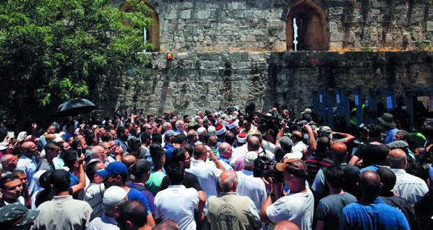 الاحتلال يحاصر (الأقصى) بالحواجز الكترونية ويشدد الحصار على (البلدة القديمة)