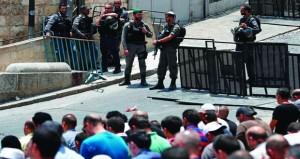 مقتل 3 مستوطنين بهجوم فلسطيني والاحتلال يواصل منع الصلاة بالأقصى