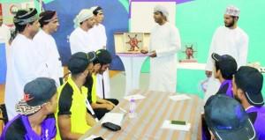 معسكر شباب الأندية بمحافظة جنوب الشرقية يواصل تنفيذ برامجه وإقامة مسابقات رياضية جماعية وفردية