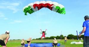 الفريق الوطني للقفز الحر يختتم مشاركته في بطولة السيزم العسكرية بألمانيا