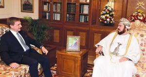 نيابة عن جلالته.. أسعد بن طارق يودّع السفير الألماني