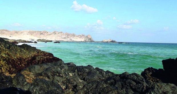 """""""رأس مدركة"""" بالدقم .. واجهة سياحية تعانق بحر العرب وقبلة لعشاق التخييم"""