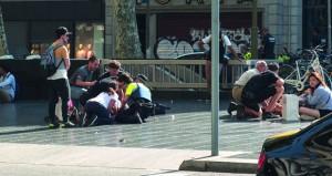 (هجمات برشلونة) : المشتبه بهم كانوا يعدون لهجوم أكبر والشرطة تقتل 5 منفذين وتبحث عن سائق الشاحنة