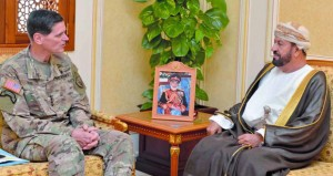 بحث التعاون العسكري بين السلطنة والولايات المتحدة