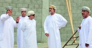 هيثم بن طارق يتابع سير العمل في عدد من المواقع الثقافية بجنوب وشمال الباطنة