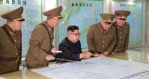 """كوريا الشمالية تجمد خطة استهداف جوام بعد استعراضها و سيئول تؤكد أنها لن تسمح بحرب و""""الأوروبي"""" يدعو لحل سلمي"""