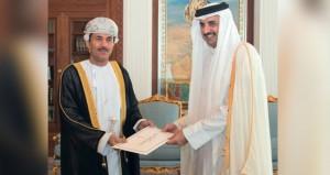 أمير قطر يتلقى أوراق اعتماد سفير السلطنة
