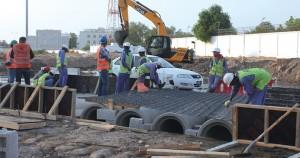 استجابة للزميلة (Oman Tribune) بلدية مسقط تشرع في اصلاح شارع الصفا بالغبرة