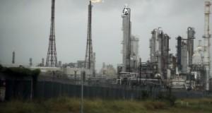 إعصار هارفي يرفع أسعار البنزين .. والذهب يترقب خرقاً للأسعار