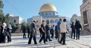 عشرات المستوطنين يدنسون (الأقصى) وسط قيود على دخول الفلسطينيين
