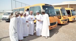 «السلامة المرورية» بجعلان بني بوحسن تنفذ حملة توعية لسائقي الحافلات المدرسية