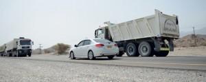 شرطة عمان السلطانية تكثف دورياتها ومراقبتها للطرق لتعزيز السلامة المرورية