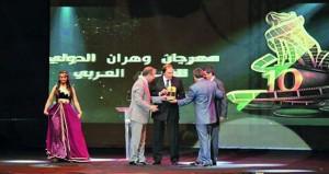 """مهرجان وهران الدولي للفيلم العربي يتوّج فيلم """"في انتظار السنونوات"""" بجائزته الذهبية"""