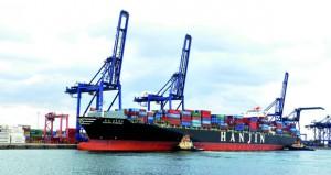 ميناء صحار يتجه لتحقيق رقم قياسي بمناولة مليون طن أسبوعيا لمختلف البضائع مع نهاية العام