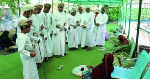 مستشار وزير السياحة للسياحة الخضراء يفتتح المعرض التراثي بمتنزه النسيم بولاية بهلاء