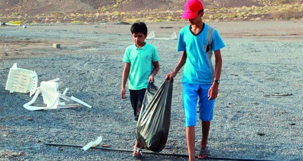 أكثر من 60 شاباً يشاركون في المعسكر الشبابي لتنظيف المواقع السياحية بتنوف