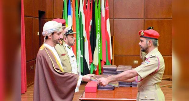 كلية القيادة والأركان لقوات السلطان المسلحة تحتفل بتخريج الدورة الثلاثين
