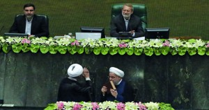 الرئيس الإيراني يؤدي اليمين الدستورية ويؤكد الرد على أي نقض للاتفاق النووي