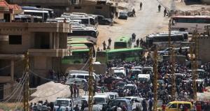 لبنان: (حزب الله) و(النصرة) يتبادلان الأسرى .. وقوافل المسلحين وعائلاتهم تنطلق نحو إدلب