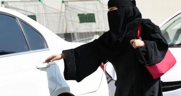 العاهل السعودي يصدر أمرا يسمح للنساء بقيادة السيارات