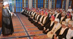 السلطنة تحتفل بأول أيام عيد الأضحى وفهد بن محمود يؤدي (الصلاة) بمسجد الخور