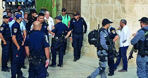 (الأقصى) يشهد اقتحامات واسعة وتشديدات إسرائيلية بالقدس المحتلة