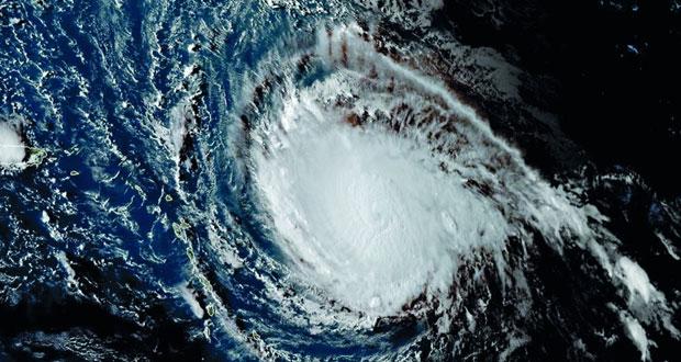 """أميركا ترفع مستوى """"إرما"""" إلى إعصار من الفئة الخامسة شديدة الخطورة"""