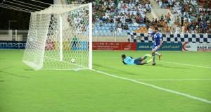 النصر يواصل صدارته بفوزه على الشباب بهدف نظيف في دوري عمانتل