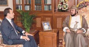 نيابة عن جلالته .. أسعد بن طارق يودع سفيري لبنان والعراق