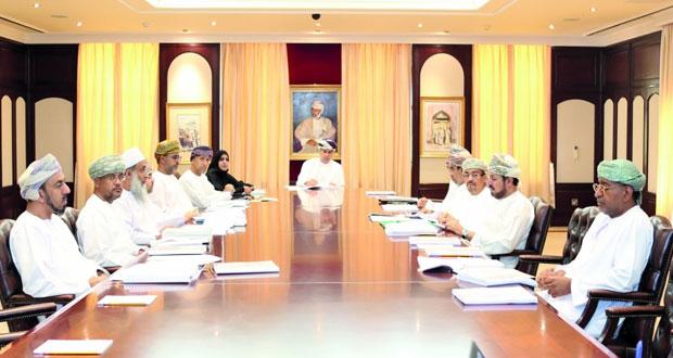 فريق إعداد تقرير التنمية الإنسانية العماني يعقد اجتماعه الثالث