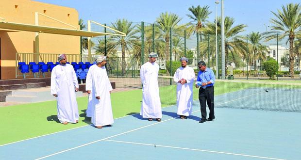 وزير الشؤون الرياضية يقوم بزيارة إلى مجمع السلطان قابوس الرياضي ببوشر