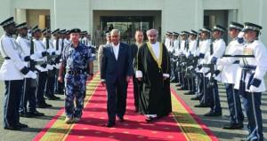 رئيس وزراء جمهورية النيـبال الاتحادية يغادر السلطنة عقب زيارة استمرت عدة أيام
